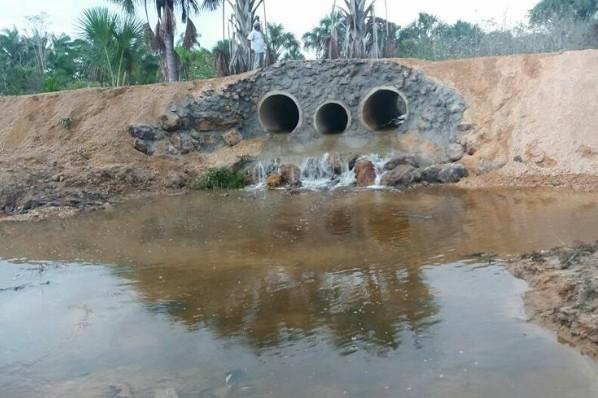 Passagem sobre o córrego das Curicas ganha nova estrutura em bueiros