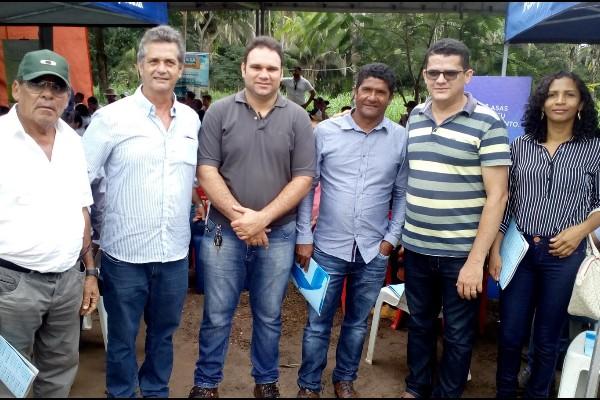 Prefeito, Secretário de agricultura e produtores participam de um Dia de Campo