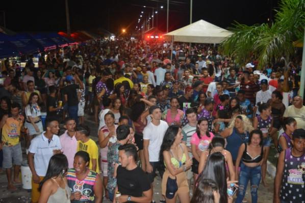 SÃO PEDRO FOLIA 2020 ARRASTA MULTIDÕES NAS DUAS PRIMEIRAS NOITES