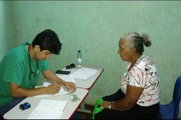 """População da Zona Rural do """"Assentamento Água Branca"""" recebe atendimento médico"""