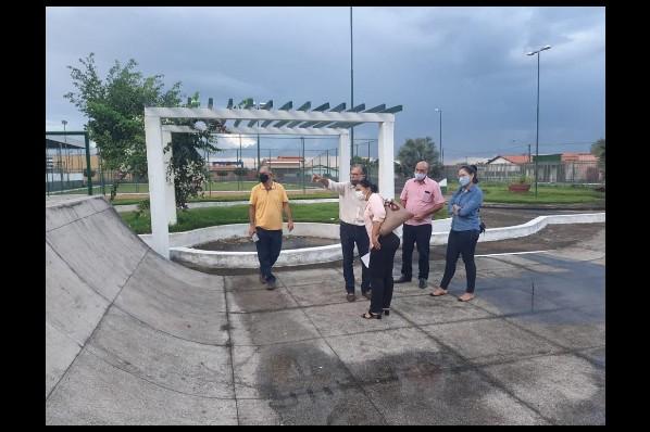 Prefeitura de São Pedro da Água Branca, através da Prefeita Marília vistoria obra de construção da Praça da Juventude em São Pedro da Água Branca